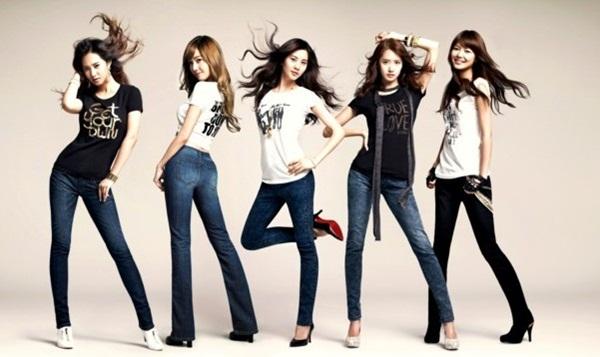 Sexy Women Wearing Jeans (37)