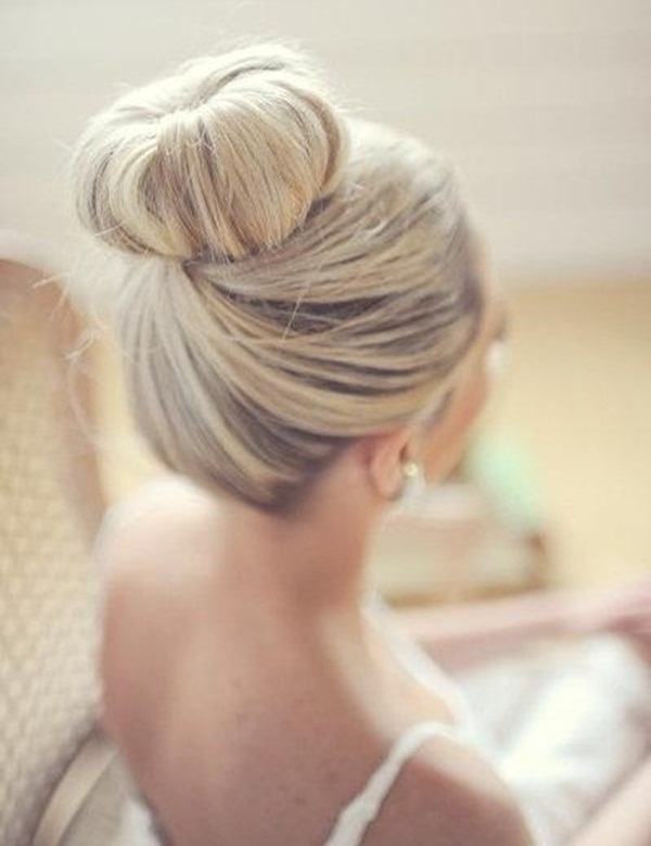 Easy Bun Hairstyles for Women (28)