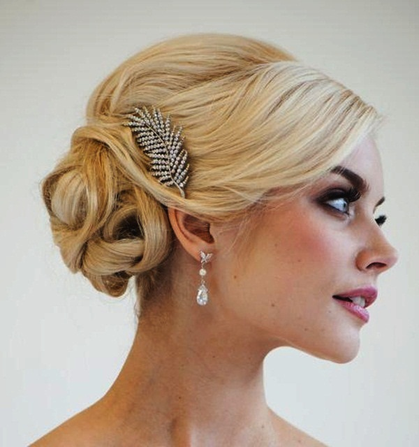 Easy Bun Hairstyles for Women (37)