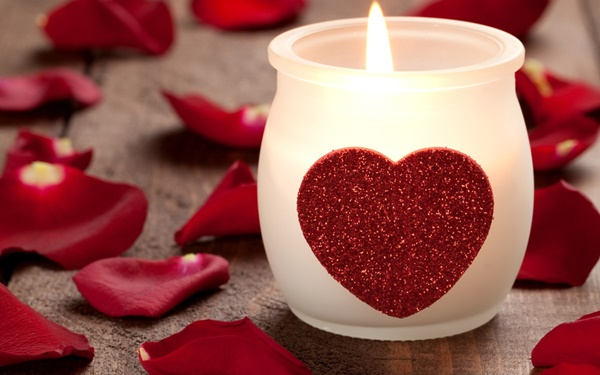 brennende Kerze mit Herz / burning candle with heart