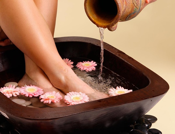How to do pedicure at Home3