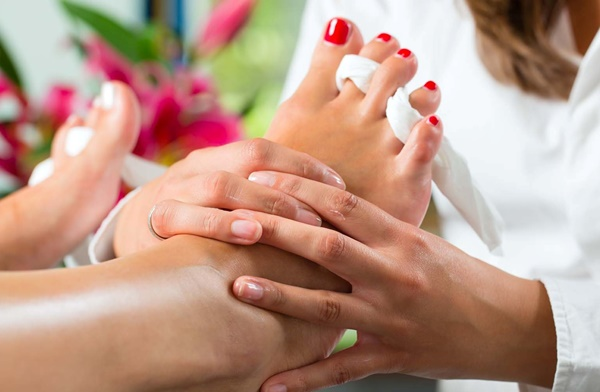 How to do pedicure at Home5