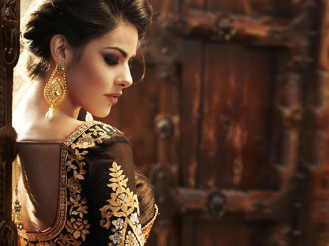 Elegant Indian Dresses and Outfits1.2