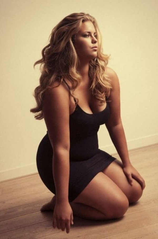Sexy Curvy Girl Fashion Outfits and Ideas25