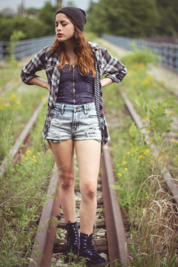 Styling Ideas to wear high waisted Shorts and Jeans0471