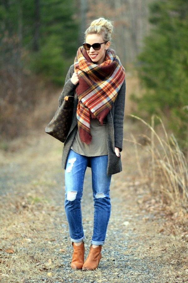 Scarf Outfit Ideas to try this Winter (13)