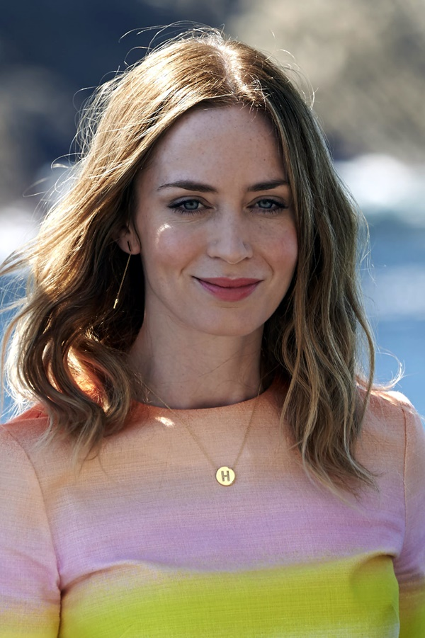 55 Chic Medium Length Hair Styles for Women