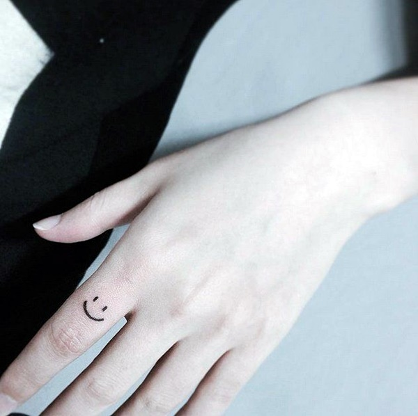 Finger Tattoo Ideas and Designs (8)