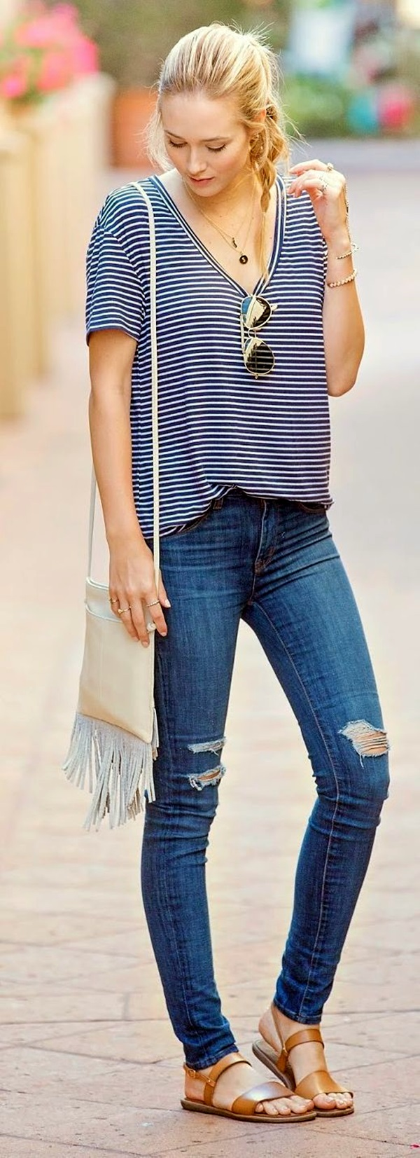 45 Ripped Jeans Outfit Ideas Every Stylish Girl Should Try - Fashion Enzyme