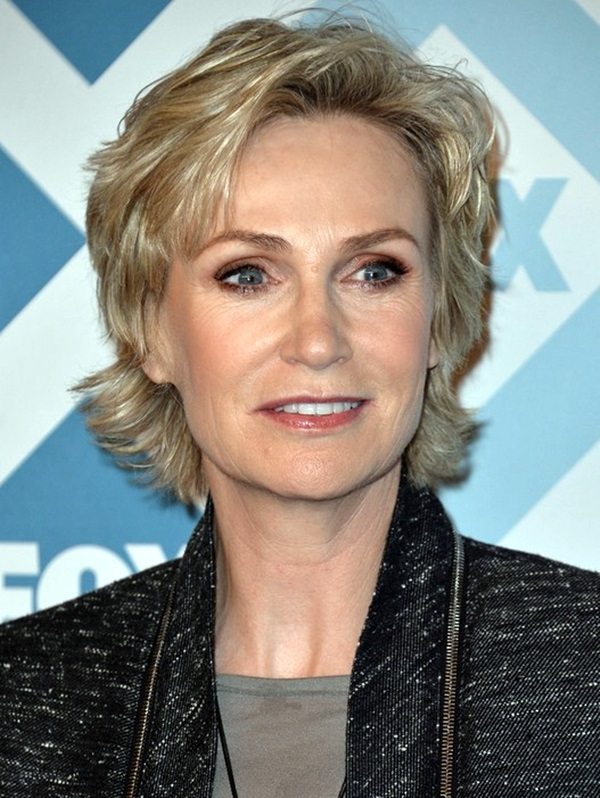 Short Hairstyles for Older Women (14)