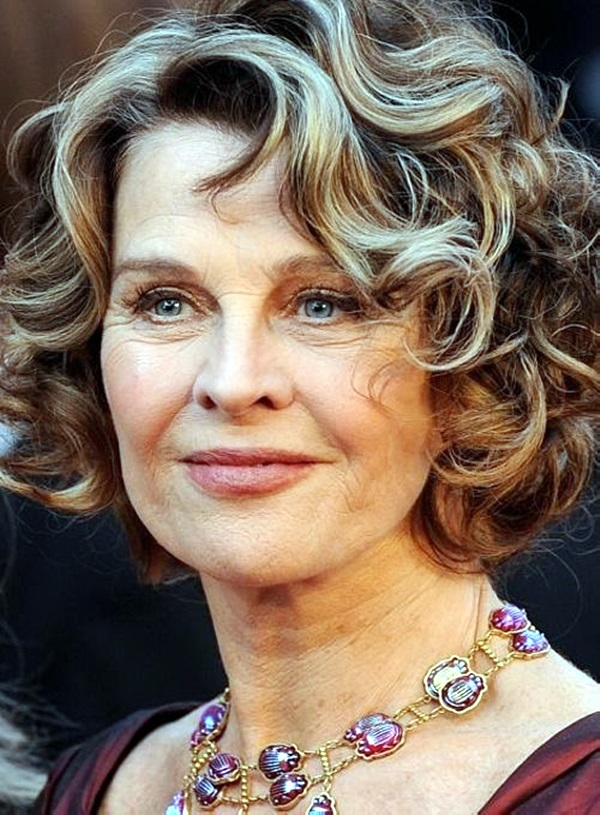Short Hairstyles for Older Women (2)