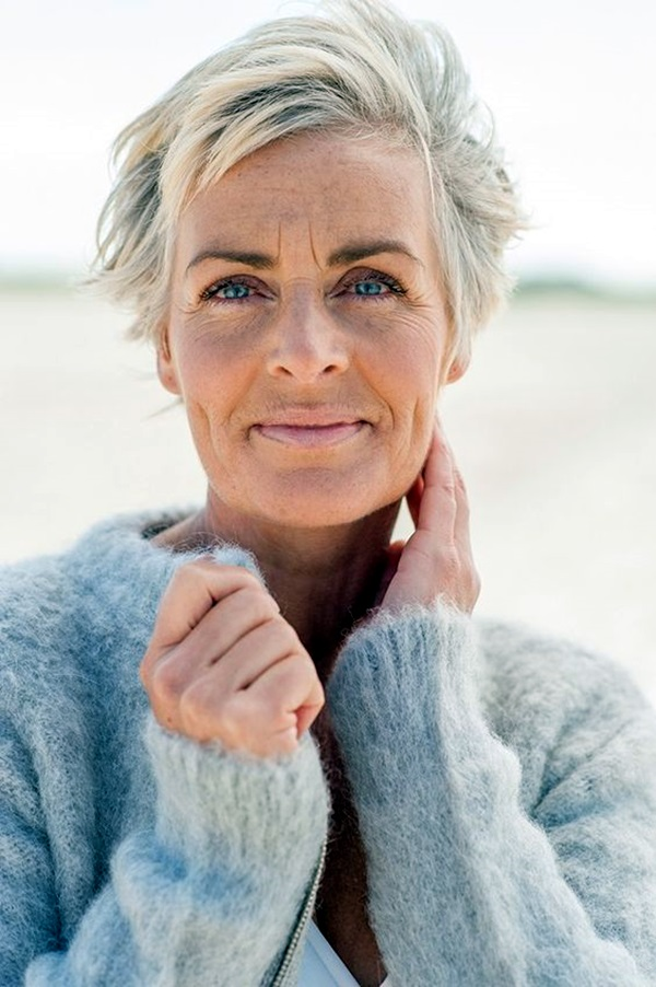 Short Hairstyles for Older Women (3)