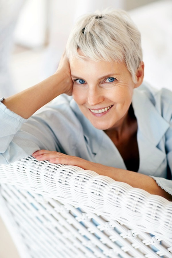 Short Hairstyles for Older Women (6)