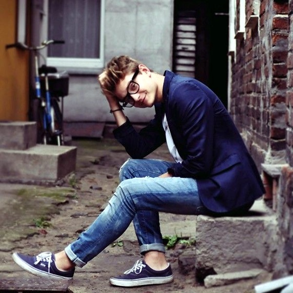 Mens Fashion Outfits To Pair Up With Sneakers (8)