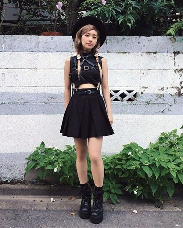Emo Style Outfits And Fashion Ideas (12)