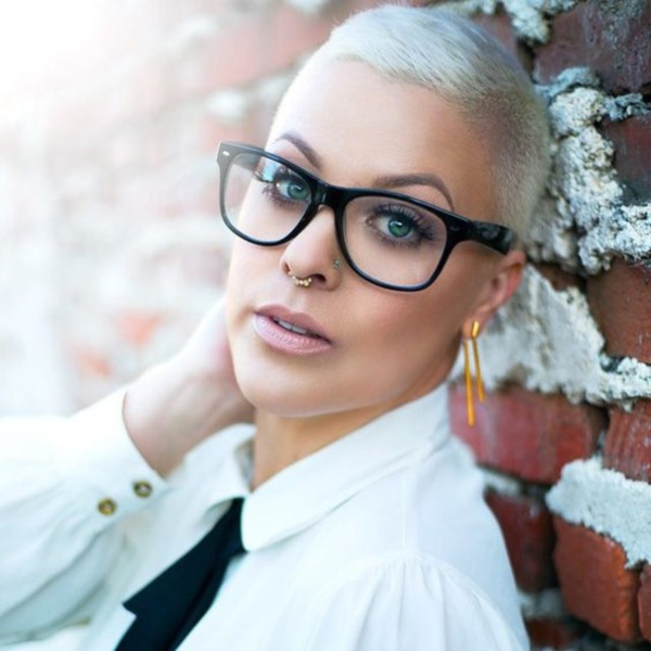 beautiful-bald-women-styles0011