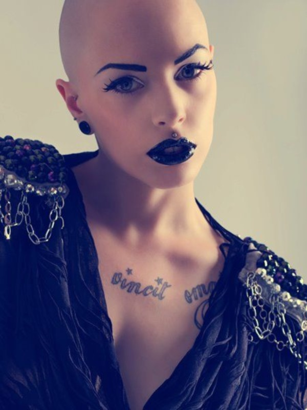 beautiful-bald-women-styles0021