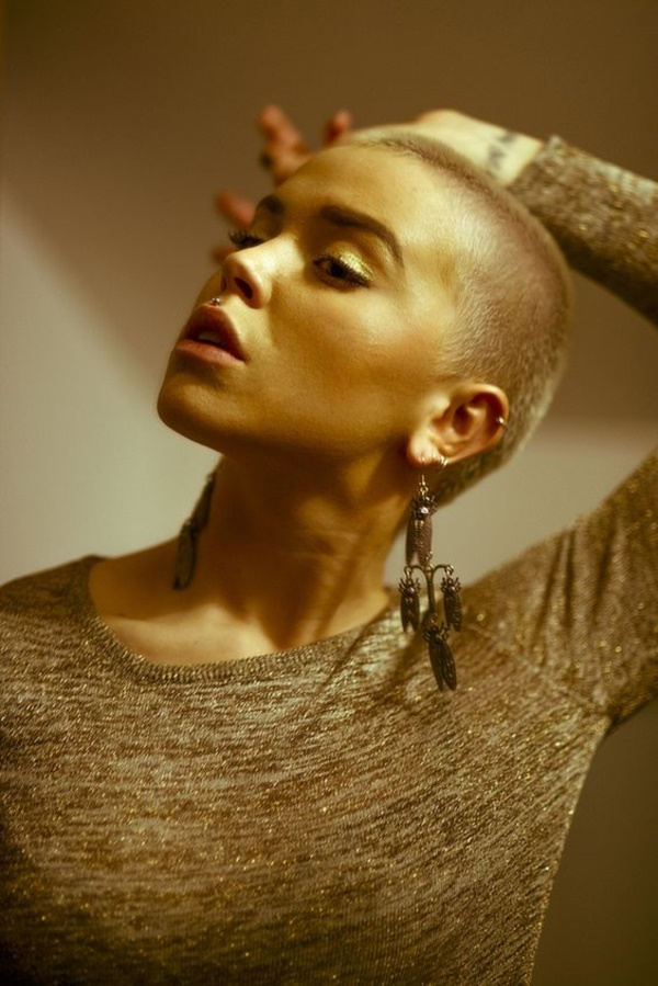 beautiful-bald-women-styles0401