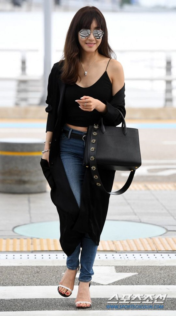 airport-fashion-outfits-to-travel-in-style-15