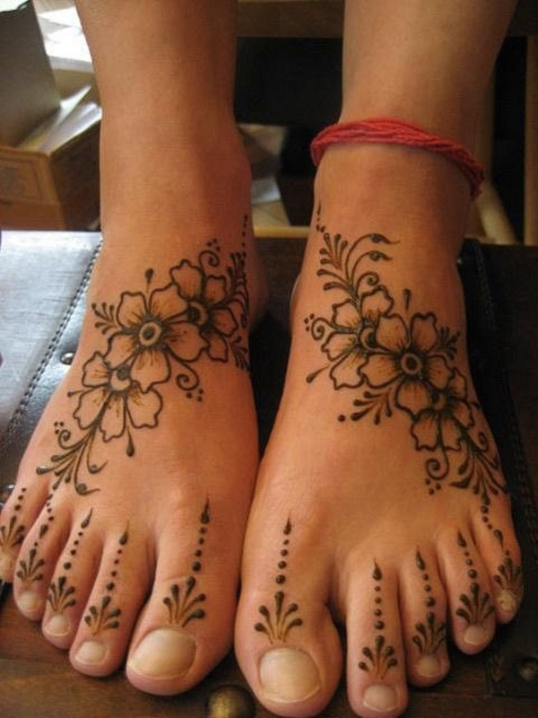 Leg Flower Henna Tattoo: 42 Beautiful Henna Tattoo Designs For Women To Try
